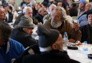 La compagnia degli amici di Gesù, Giuseppe e Maria dà un pasto caldo ai poveri a Roma